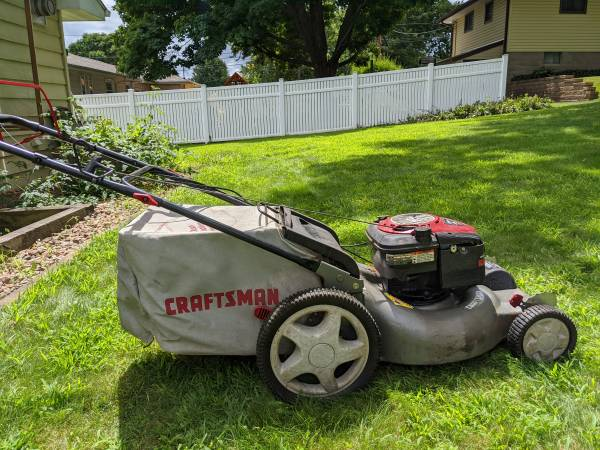 Photo Craftsman 21quot self propelled lawn mower - $100 (South saint paul)