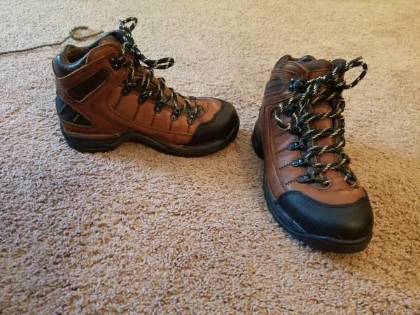Photo Hiking boots danner 453 gtx Mens 9 wide - $79 (Anoka)