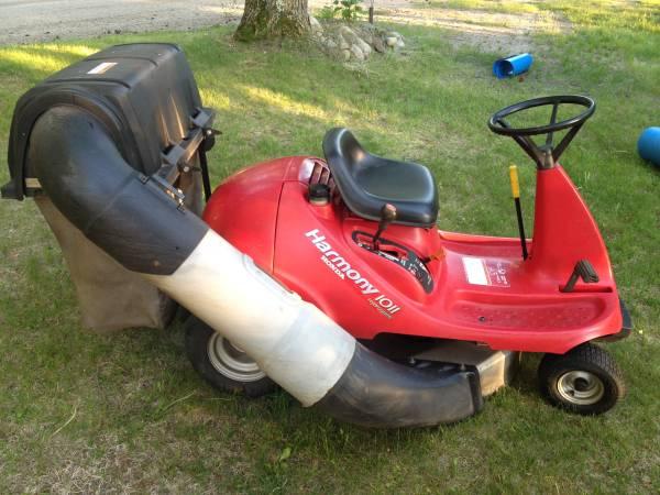 Photo Honda Harmony Riding Lawn Mower - $750 (Bloomington)