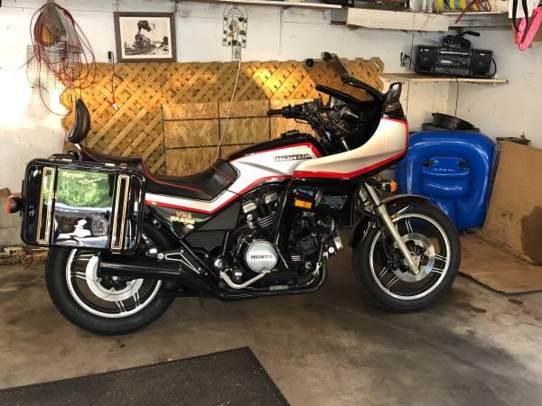Photo Honda V65 Sabre - $2,900 (Mahtomedi)