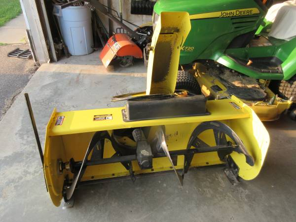 Photo John Deere 47 Quick Hitch 2 stage snowblower - $1,650 (Lonsdale)