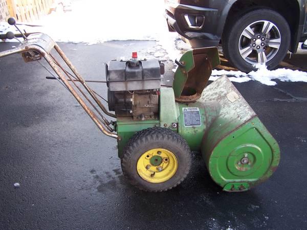 Photo John Deere 726 two stage snow blower 7 HP - $90 (Eden Prairie)