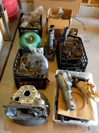 Photo Large lot of late 6039searly 7039s Mopar transmission parts - $225 (Oakdale)