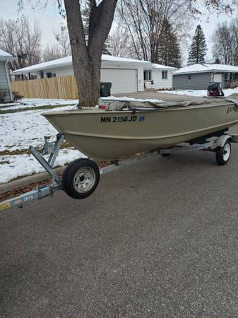 Photo Lund Wc-14 duck boat - $2,800 (Hutchinson)