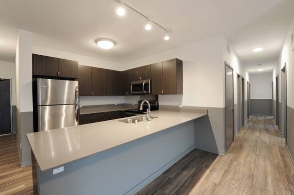 Photo Lux 3 Bed 2 Full Bath - Carriage House Commons - Student Living (Dinkytown)