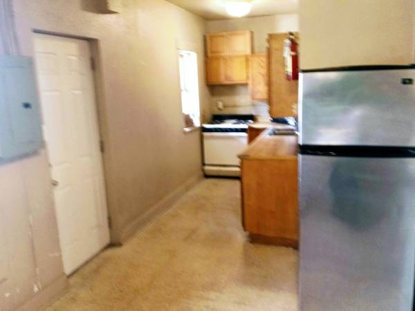 Photo MOVE NOW or Soon HUGE MASTER BR Fresh 3Br quotMainstreet Loftquot (No App Fee 1407 West Broadway North 2nd Floor)
