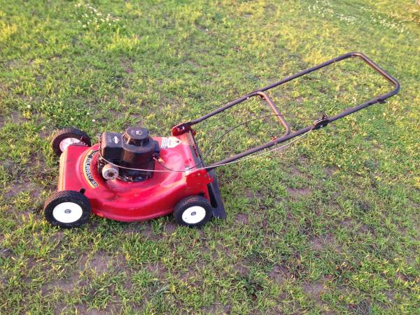 Photo Murray push lawn mower 3.5hp engine - needs work - $10 (isanti)