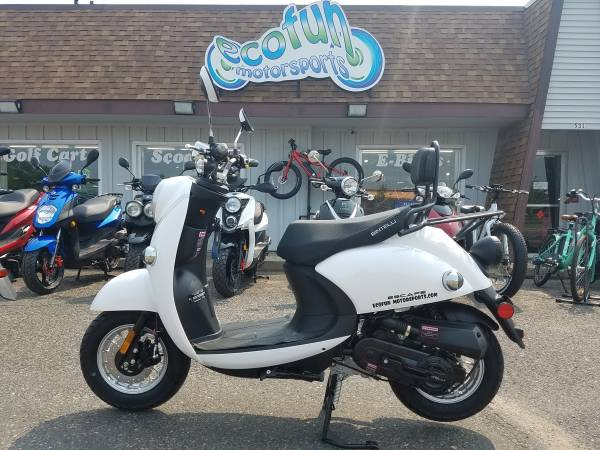 Photo New 2019 White Bintelli Escape 49cc Scooter YEAR END SALE - $1199 (Forest Lake)