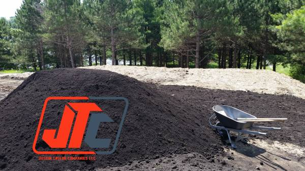 Photo Quality high nutrient pulverized  screened black dirt - $12 (Forest lake)