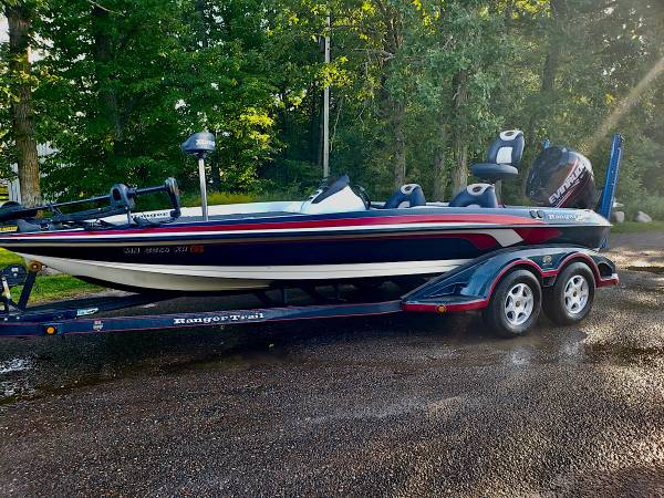 Photo Ranger Z20 20 Bass Boat 2005 with 225 ETEC - $25,900 (Lakeville)