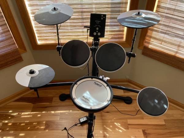 Photo Roland V-drums TD-1KV electric drum kit - $350 (Apple Valley)