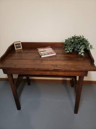 Photo Rustic Computer Desk - $110 (Oakdale)