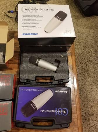 Photo Samson 900W Powered Mixer with Speakers and Mics - $1,400 (Shakopee)