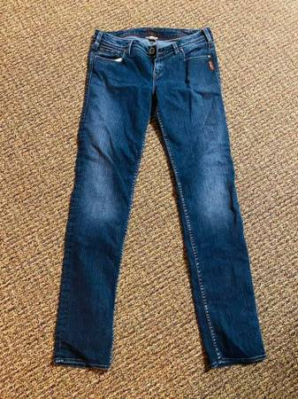 Photo Silver Jeans size 3033 - $25 (Rush City)