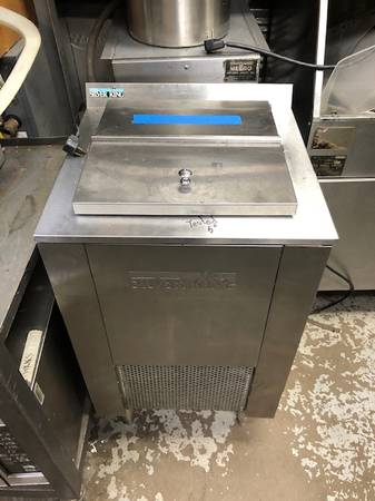Photo Silver King Ice Cream Freezer - $790 (Minneapolis)