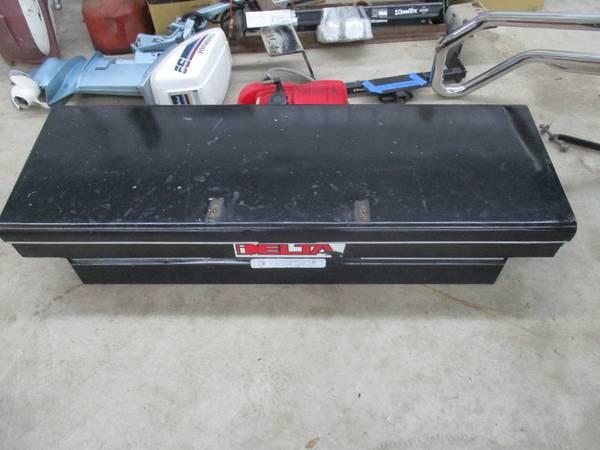 Photo TOOL BOX FOR SMALL TRUCK S10 RANGER - $100 (FOLEY)