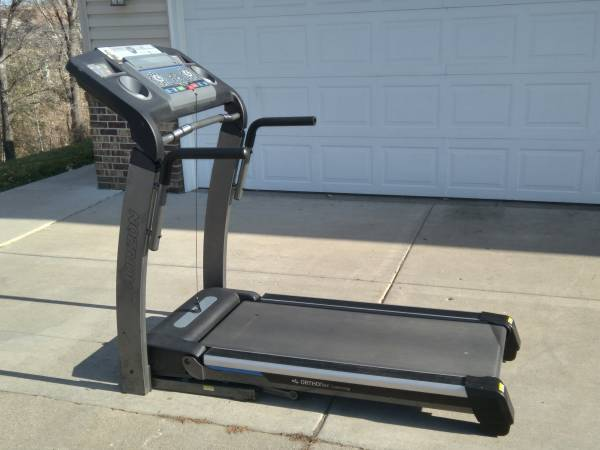 Photo Top of the Line Horizon Fitness RST5.6 Treadmill - $550 (Prior Lake)