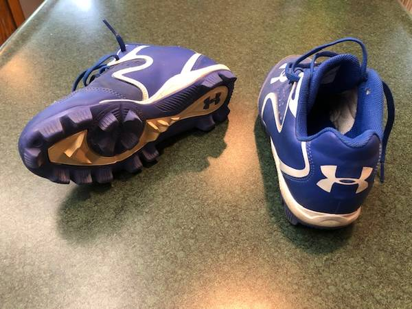 Photo Under Armour Youth Baseball Cleats, kids sz 3 - $10 (New Brighton)