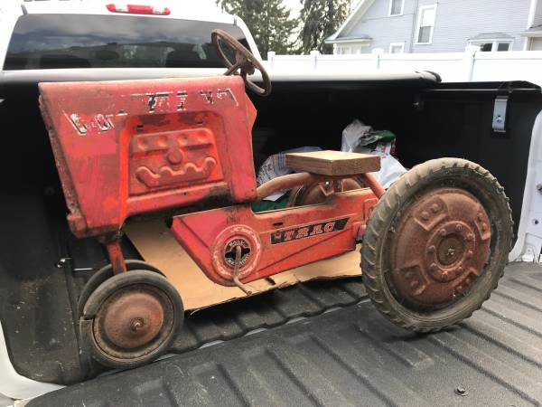 Photo Vintage Kids Pedal Tractor - $139 (Woodbury)