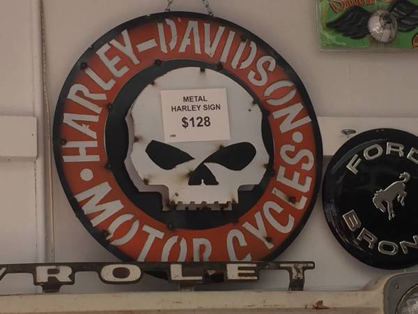 Photo Vintage  Collectibles Store wide variety of items (N. St. Paul)