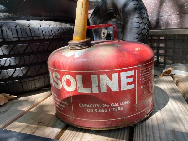 Photo Vintage gas can - $5 (Big Lake)