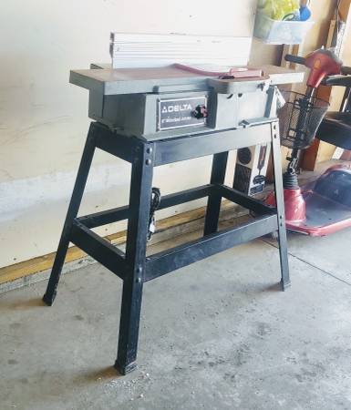 Photo WOW Delta 6quot Cast Iron Wood Jointer and Stand for CHEAP - $280 (New Prague area)