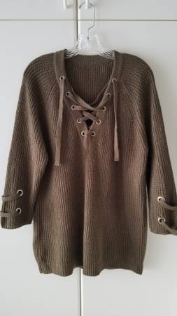 Photo Women39s Olive Green-Brownish Sweater - Size X-Large - $5 (Plymouth)
