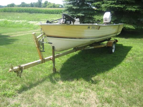 Photo crestliner 1639 boat motor and trailer - $1,000 (Lester Prairie)