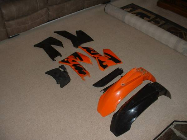 Photo 2003-2007 KTM 125 200 250 300 400 450 525 EXC MXC Plastics - $75 (Hamilton)