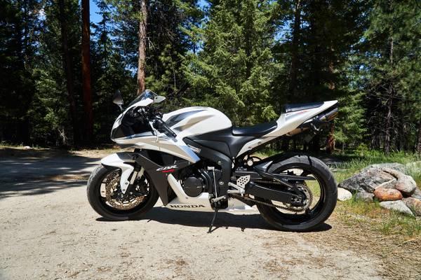 Photo 2007 Honda CBR 600RR Low Miles, Never Dropped - $6,000 (Stevensville)