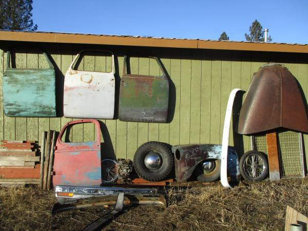 Photo 47 to 53 Chevy pickup parts - $100 (Florence)