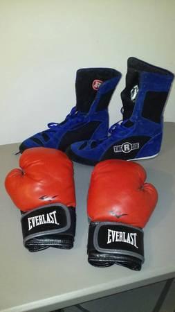 Photo Boxing Shoes Gloves - $20 (Stevensville)
