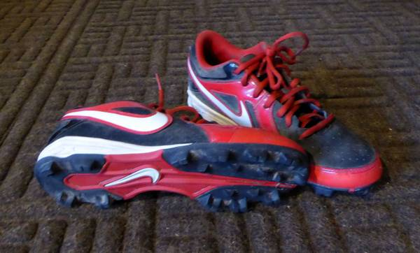 Photo BoysYouth Nike Football Cleats Red  Black  Size 7 - $5 (Frenchtown, MT)