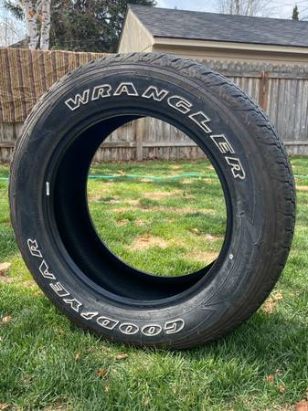 Photo Goodyear Wrangler SR-A light truckSUV tires P27555 R20 - $400 (Missoula)