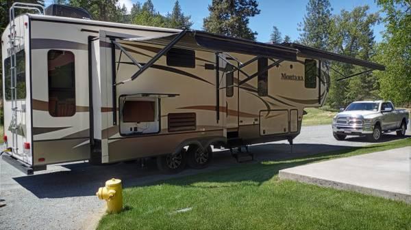 Photo Immaculate 2016 Montana 5th wheel - $53,000 (Superior Montana)