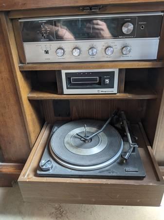 Photo Magnavox Stereo Console - $40 (Missoula)