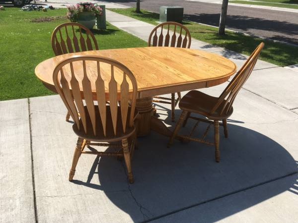 Photo Oak Dining Room Table and Chairs - $300 (Missoula)