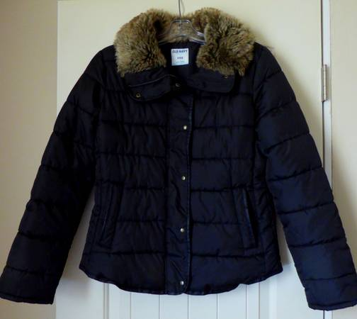 Photo Old Navy Black Quilted Faux Fur Trim Womens Jacket (Medium) - $15 (Frenchtown, MT)