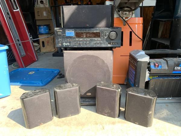 Photo Onkyo receiver, polk audio sub, center speaker and 4 satellite speaks - $300 (Florence)
