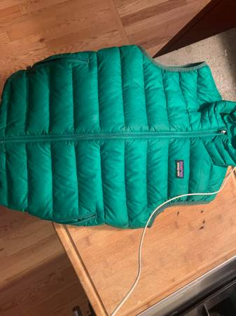 Photo Patagonia kids down vest - $40 (Missoula)