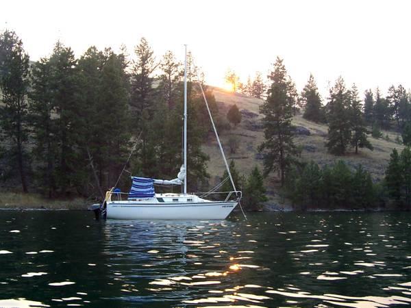 Photo Sailboat 1981 Hunter 22 w EZ Loader Trailer - $4,200 (Stevensville)