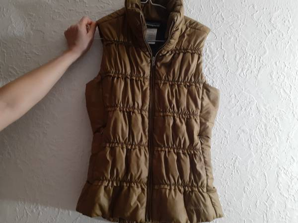 Photo Women39s Patagonia Puff Vest Small - $20 (Missoula)