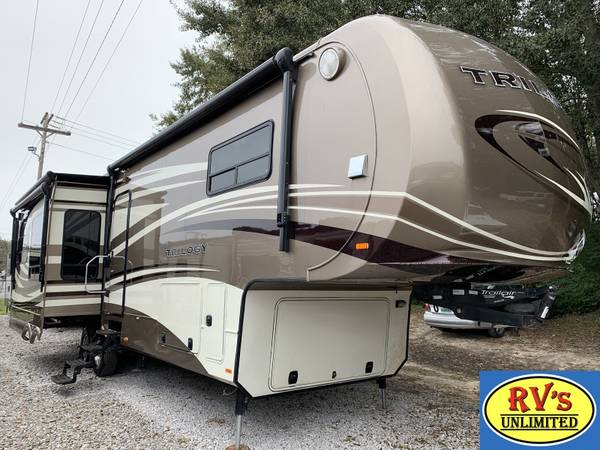 Photo 2013 Dynamax Trilogy Highline 5th Wheel 3650RE quotGreat looking FWquot - $39999 (Robertsdale)