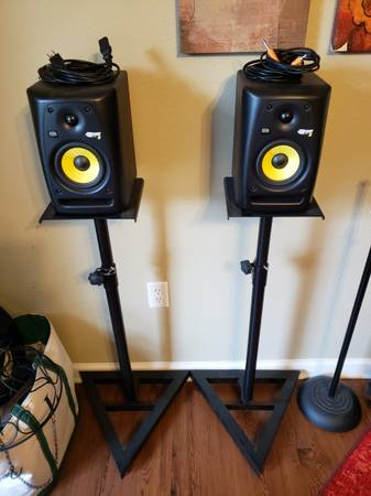 Photo (2) Rockit 5 Recording Studio Monitors and 2 Monitor Stands - $280 (Daphne, AL)