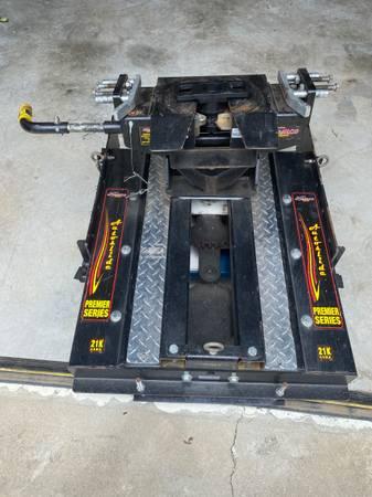 Photo 5th Wheel Hitch, DEMCO 21K AUTOSLIDE - $950 (Foley, AL)