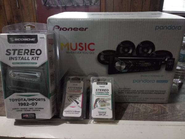 Photo Car stereo w install kit and accessories - $175 (Mobile)