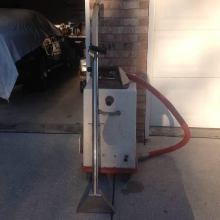 Photo Carpet cleaning machine - $100