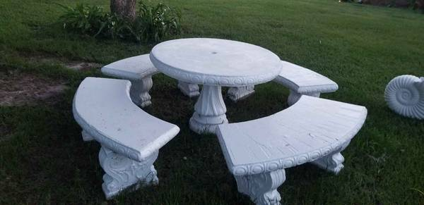 Photo Concrete table and benches - $300 (mobile)