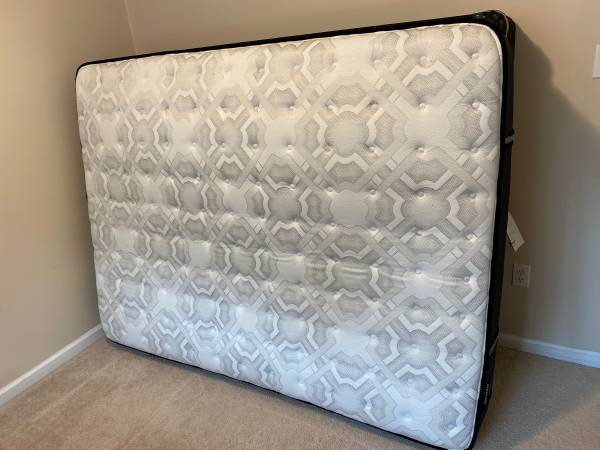 Photo Sealy Queen Firm Mattress and Boxspring with Metal Frame - $290 (Spanish Fort)