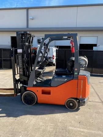 Photo Toyota 3500lb Forklift - $16,500 (Central Florida)